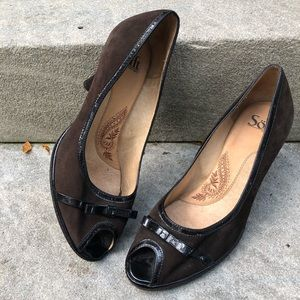 Sofft Brown Suede Black Patent Leather Heels 8W